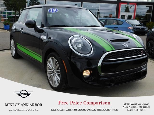 Pre-Owned 2019 MINI Cooper S Base Signature