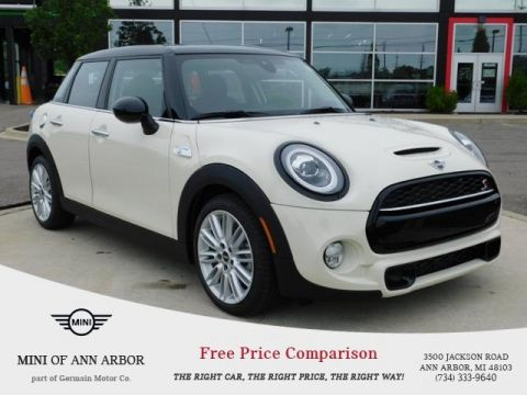 Pre-Owned 2019 MINI Hardtop 4 Door Signature